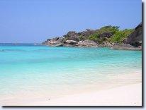 Plage de sable blanc sur l'îlot n°8